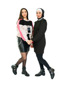 Dua doet samen met haar moeder Fahae mee.