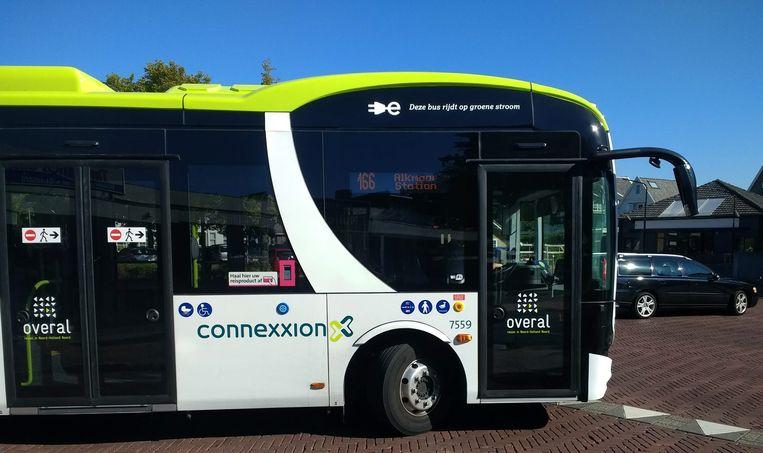 Een elektrische bus die mij vanuit Bergen naar station Alkmaar brengt. Bussen zullen wereldwijd waarschijnlijk al ruim voor 2050 geen CO2 meer uitstoten. Beeld Vincent Dekker