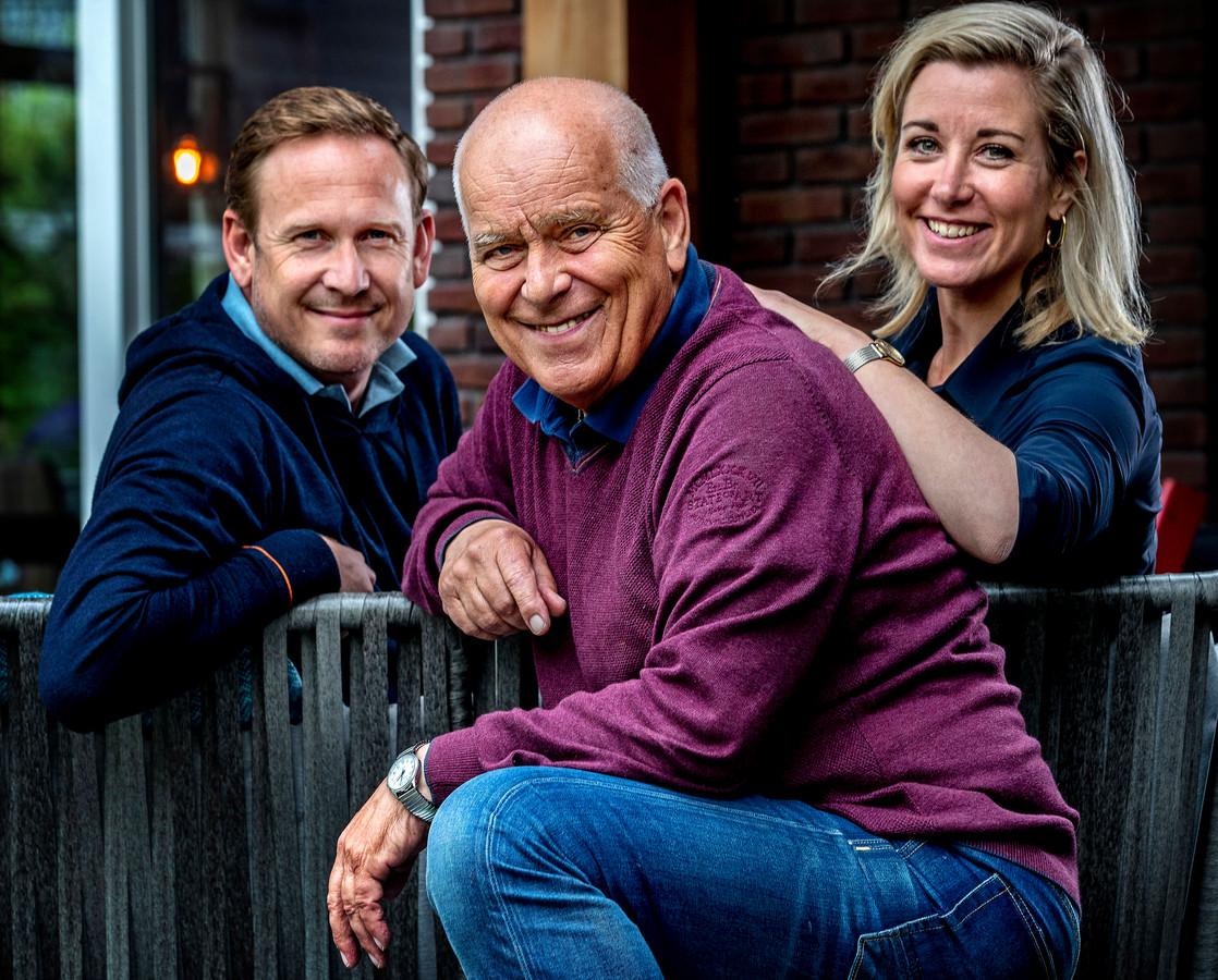 Portret van Evert ten Napel met dochter Carrie ten Napel en haar man Michiel Teeling.
