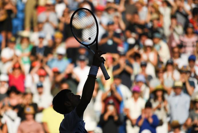 Novak Djokovic viert zijn overwinning in de derde ronde op Denis Shapovalov.