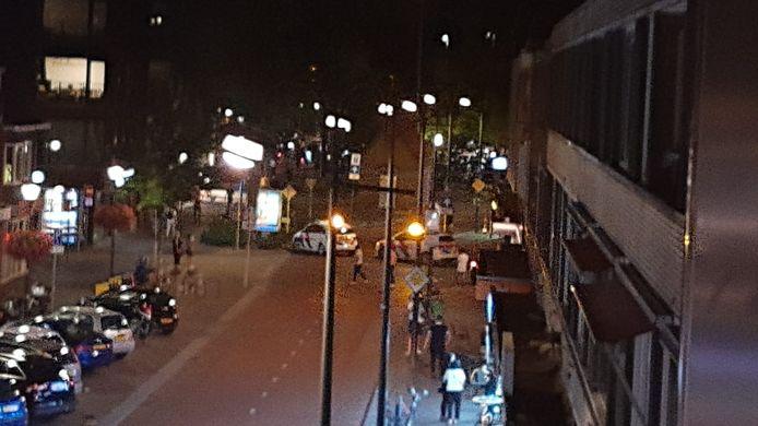De politie doet onderzoek op de Woenselse Markt.
