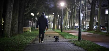 Nederlanders zoeken naar creatieve uitwegen nu avondklok nadert: 'Wiens hond kan ik lenen?'