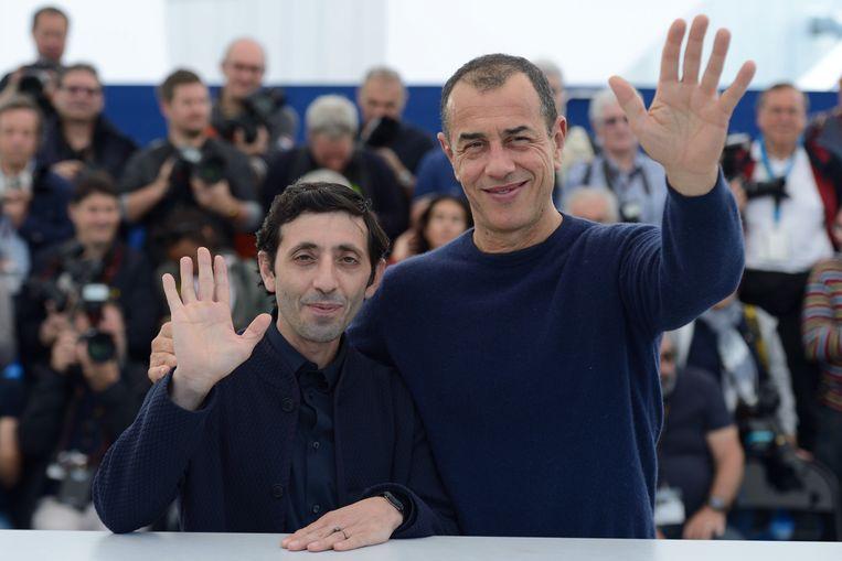 Dogman-hoofdrolspeler Marcello Fonte (links) en regisseur Matteo Garrone op het festival in Cannes afgelopen mei. Beeld Boyer-Hahn-Marechal/ABACA