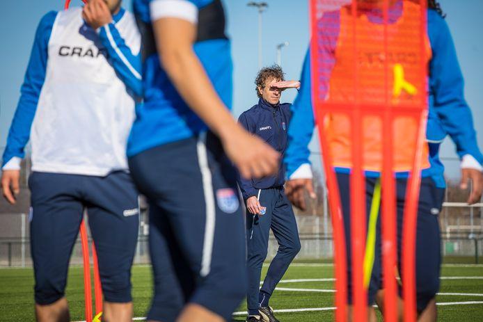 Bert Konterman op het trainingsveld van PEC Zwolle.
