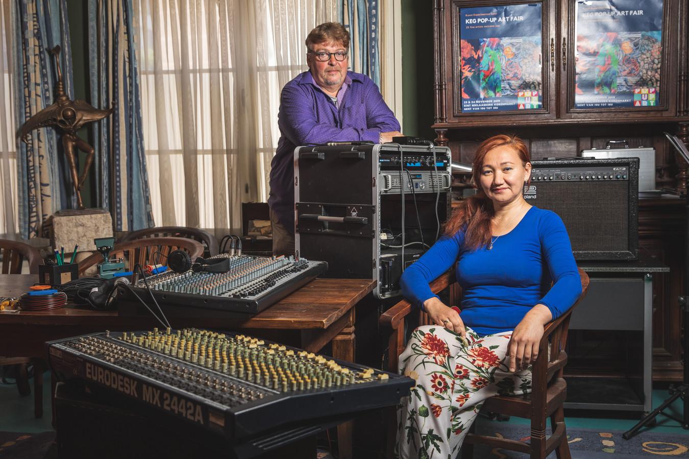 Freddy Jacobs en Gulzhaina Kydyrova, de bestuurders van muziekschool Mezzos in Ledeberg.
