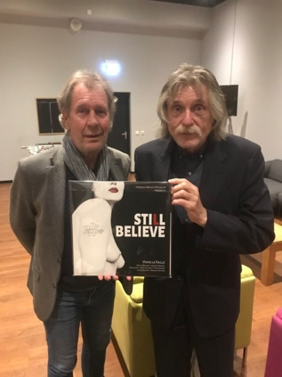 Derksen poseert alvast naast Lafaille met Stille Believe in zijn handen, maar de officiële uitreiking ervan vindt zondag plaats in Zwolle.