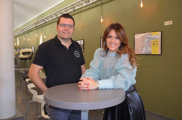 Belle Perez in cc De Plomblom in Ninove met organisator Jeroen Wiggeleer uit Denderhoutem.