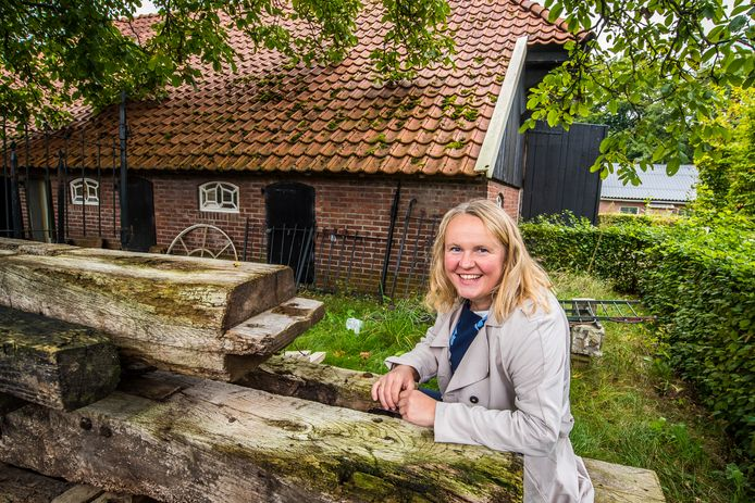 Susanne van den Beukel praat met zichtbaar plezier over het praktijkcentrum van RIBO aan de Haarweg.