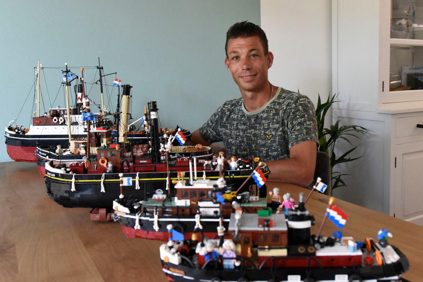 Jebbo Bouhuijs aan de keukentafel met zijn miniatuurschepen.