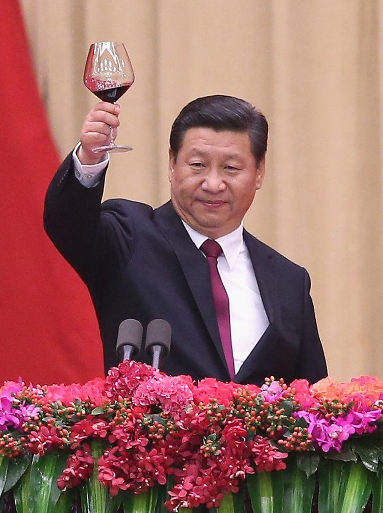 De Chinese president Xi Jinping heeft laten weten niet te zullen toegeven aan de eisen van de demonstranten in Hongkong. Hij bracht gisteren nog een toost uit tijdens de viering van National Day, de dag waarop de stichting van de Volksrepubliek China werd herdacht, 65 jaar geleden. Beeld getty