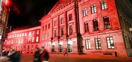 Vanaf vanavond kleurt het stadhuis oranje; Utrecht zegt 'nee' tegen geweld tegen vrouwen