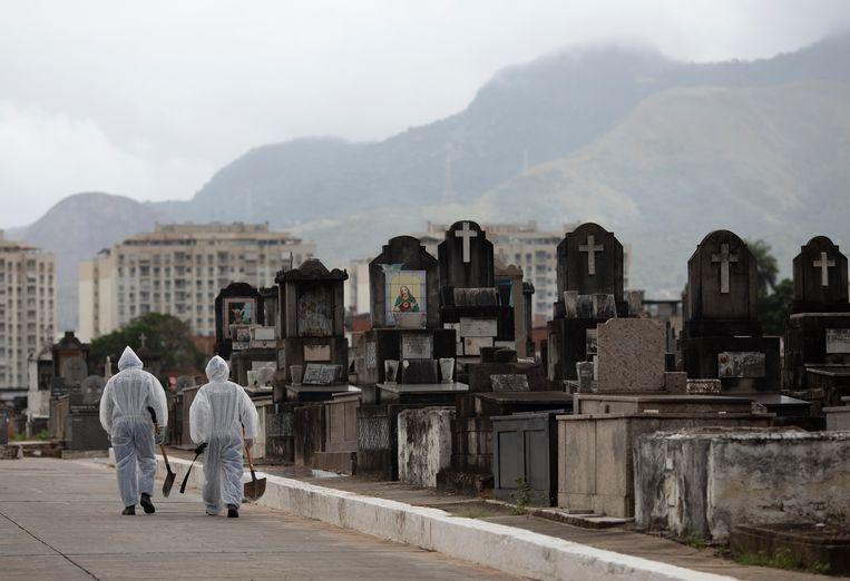 Brazilië heeft inmiddels circa 370.000 doden door corona te betreuren. Dagelijks komen er zo'n 3000 doden bij. Beeld AP