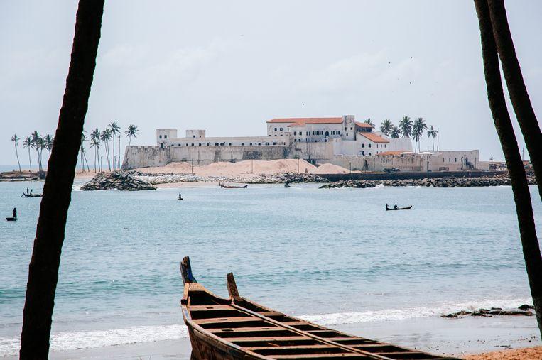 Kasteel Elmina in Ghana, waarvandaan Nederlandse schepen Afrikaanse slaven vervoerden naar het westelijk halfrond. Beeld Getty Images