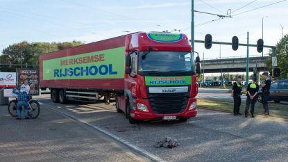 Fietser (36) kritiek na ongeval met vrachtwagen van rijschool