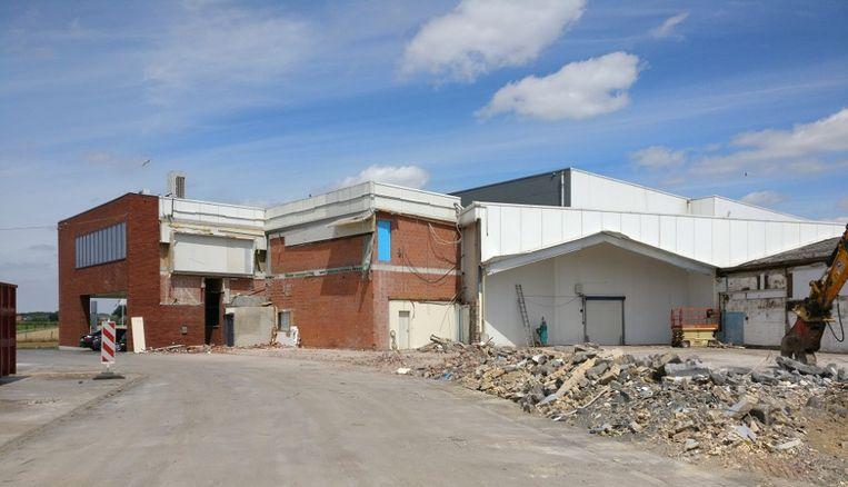 De werken aan het nieuwe gebouw van Kipco-Damaco blijven maar aanslepen.
