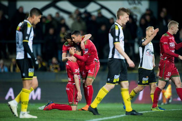 Uitgerekend ex-Sportingspelers Nill De Pauw en Hamdi Harbaoui ontnamen de Lokerse fans de hoop op de redding van hun club.