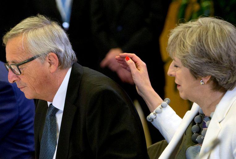 Voorzitter van de Europese Commissie Jean-Claude Juncker en Brits eerste minister Theresa May tijdens een top in Brussel, eind vorige week. Beeld REUTERS