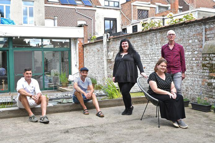 Villa Buurvrouw biedt kunst aan in een huis in de Stationsstraat 84. Initiatiefnemers  Sten Van Slycke, Tom Van Ryckeghem, Emmanuelle Rollé, Tine Moniek en Bert Seghers