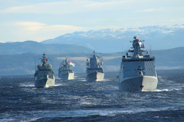 De grootste NAVO-oefening met en indrukwekkende parade van militaire schepen