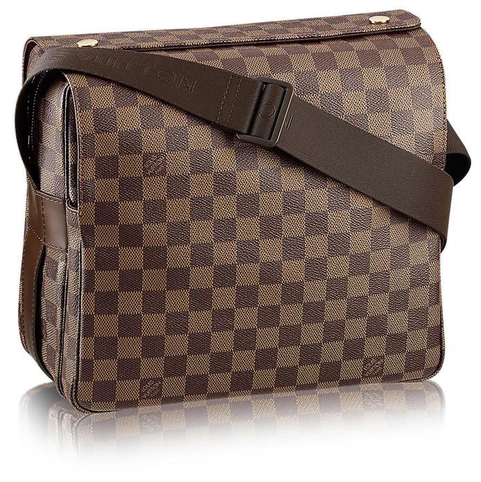 Past bij elke outfit: het Louis Vuitton schoudertasje voor telefoon, geld en soms een vuurwapen.