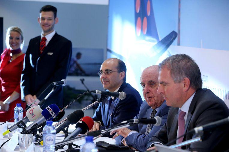 Vlnr: Brussels Airlines-CEO Bernard Gustin, Brussels Airlines-voorzitter van de raad van bestuur Etienne Davignon en Carsten Spohr, CEO van Lufthansa. Beeld BELGA