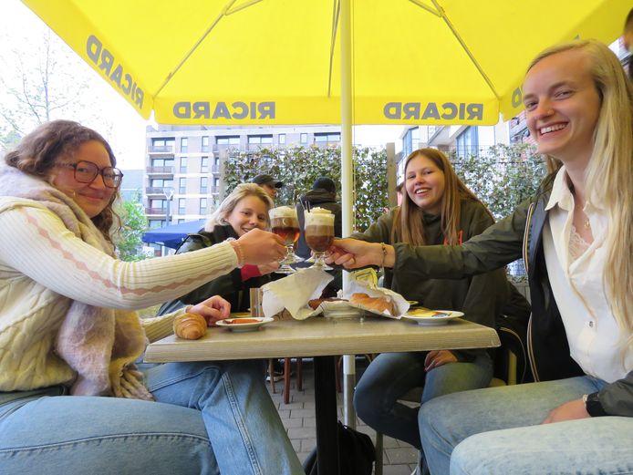 De (oud-)leiding van KSA Roobaert was vroeg van de partij bij Café Cirque.