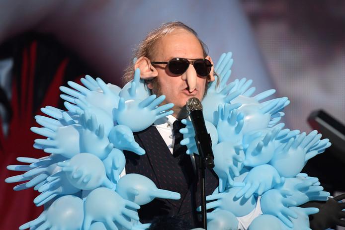 Le costume de Philippe Katerine n'est pas passé inaperçu!