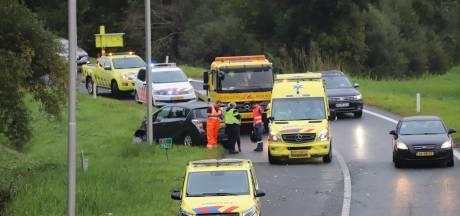 Ongeval met auto en vrachtwagen op snelweg bij Hengelo