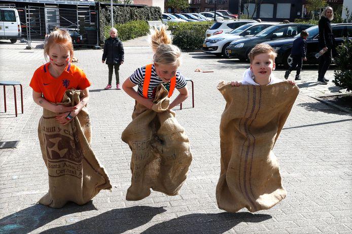 Zaklopen tijdens de Koningsspelen op Dalton IKC De Overlaat in Tolkamer.