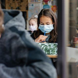 scholen-onder-druk-door-uitvallende--%E2%80%98het-hele-systeem-staat-op-kraken%E2%80%99