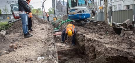 Archeologen stuiten op fundering poortgebouw kasteel Eindhoven