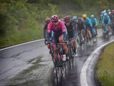 Ganna verliest roze trui in verregende rit aan De Marchi, dagzege voor vluchter Dombrowski