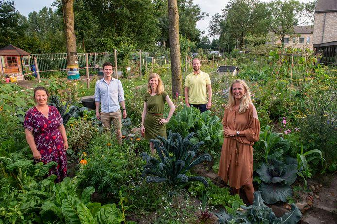 Leden van de 'Breda Stad in een Park-community', v.l.n.r. Lidewij Giri, Marijn Merkx, kwartiermaakster Emmy Nellissen, Bram van Duijsen en Loes Vinkenborg.