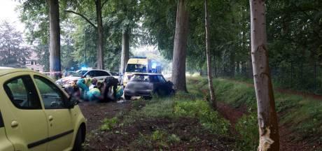 Twee gewonden bij botsing tegen boom in Loon op Zand, van wie één zwaargewond