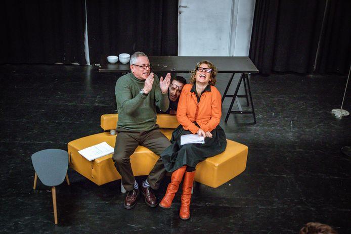 Anthony Van Caeneghem, artistiek leider van het Farse Theater spreekt van een dolkomische theatervoorstelling.