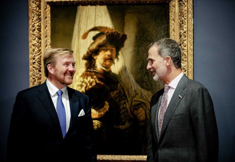 Koning Willem-Alexander en Koning Felipe VI bij de tentoonstelling Rembrandt-Velazquez. Beeld Robin van Lonkhuisen, ANP