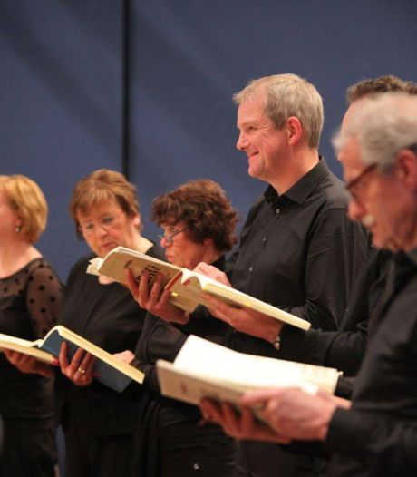 Gregoriaans zweeft homogeen door Stiphoutse kerk