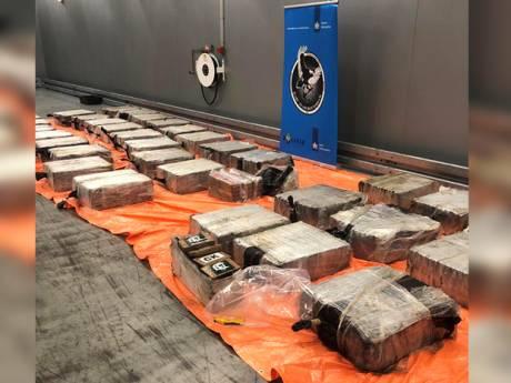 Douaniers onderscheppen meer dan 2700 kilo drugs in haven Rotterdam, zeven aanhoudingen