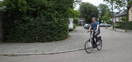 Netjes op slot, in dichte garage zelfs; Carin en Hedwig zijn moedeloos na diefstal zesde e-bike