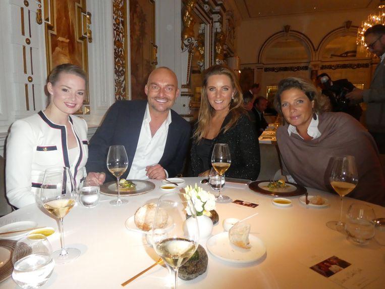 Disgenoten Erieke Kuitert (Dutch Global Media), koninklijk kapper/visagist Marc Lubach, Gytha Bijlsma en Elian van der Waals - Bosch, beiden van Gassan Diamonds. Beeld Hans van der Beek