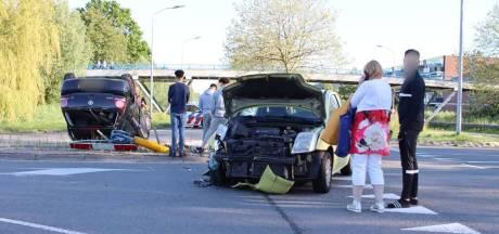Auto op de kop bij botsing in Lelystad, inzittenden komen met de schrik vrij