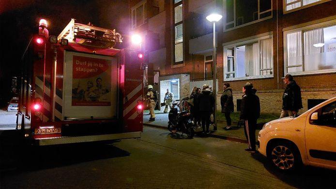 Een flatgebouw in Hengelo is ontruimd door gaslucht.