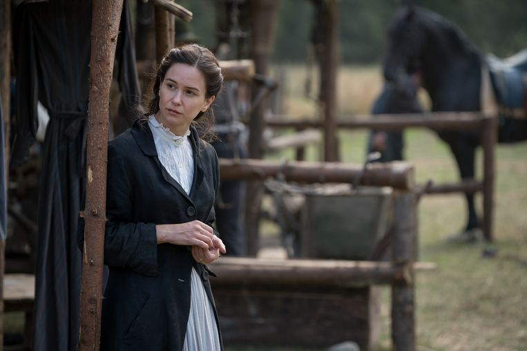 Katherine Waterston in The World To Come.  Beeld