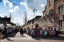 De Helmondse weekmarkt op de Markt.