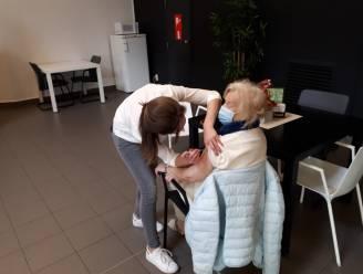 Ook in Knokke-Heist is het vaccineren begonnen: honderden bewoners woonzorgcentra krijgen eerste spuitje