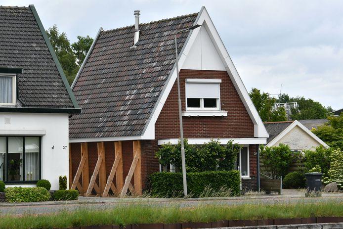 Tal van huizen zijn gestut. In 65 gevallen monitort de provincie de veiligheid.