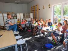 Les in de gymzaal door tekort aan klaslokalen bij 't Schrijverke in Mierlo, maar de school is weer open