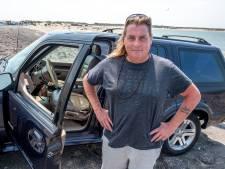 Schouwse Bende strandt door kapotte terreinwagen en zoekt hulp bij bevolking