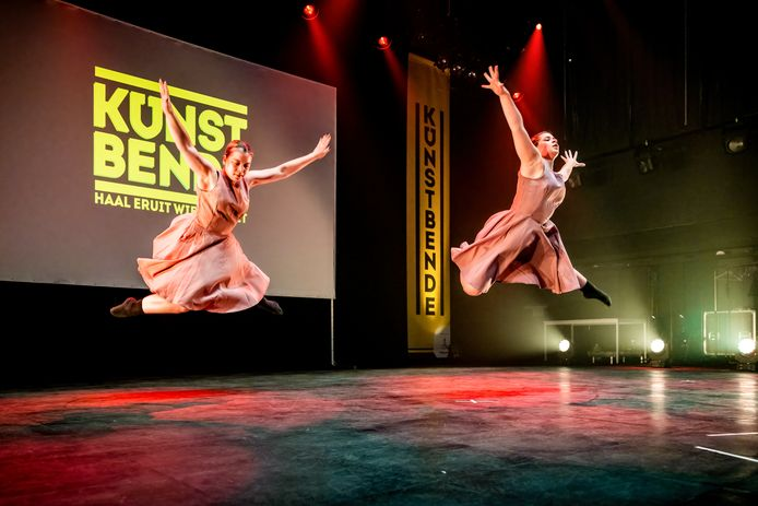 Dilek en Phoebe tijdens de voorronde van Kunstbende Gelderland.