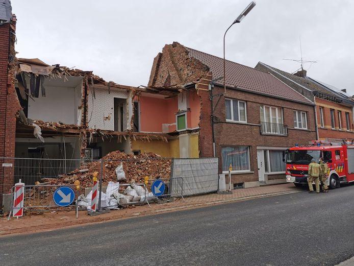 De aannemer liet de bouwwerf in een gevaarlijke staat achter.